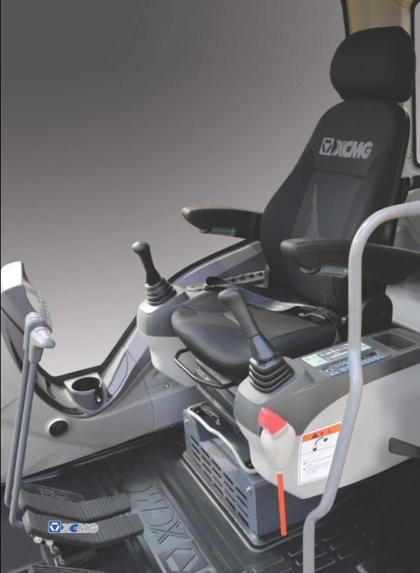 кабина оператора экскаватора XCMG XE700D